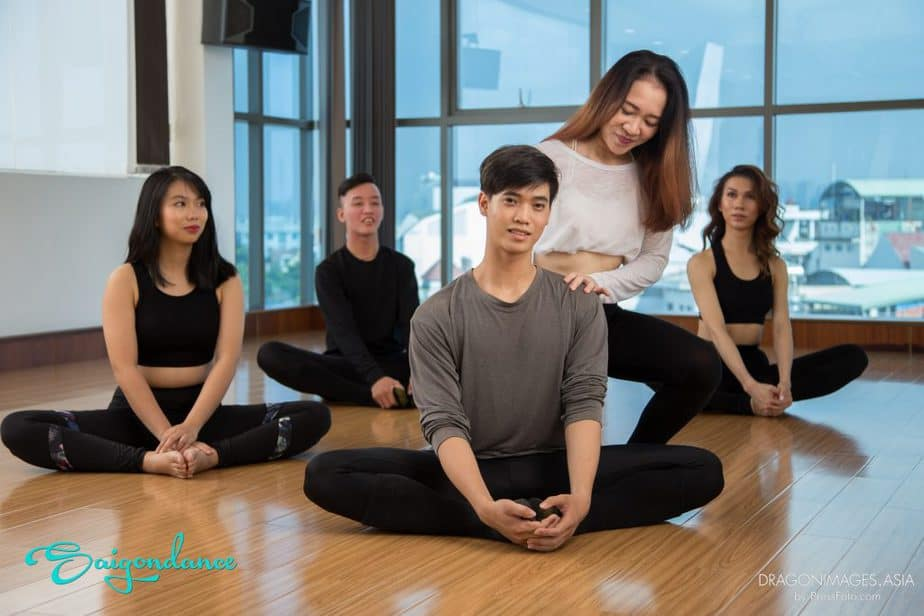STUDY STRETCHING IN SAI GON – A NECESSARY SPORT FOR BOTH CHILDREN AND ADULT 6