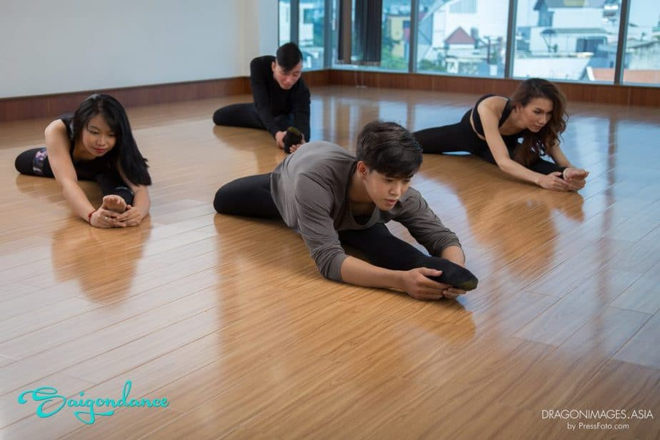 STUDY STRETCHING IN SAI GON – A NECESSARY SPORT FOR BOTH CHILDREN AND ADULT 3