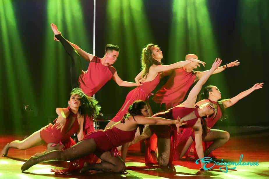 RENTING PROFESSIONAL DANCE GROUPS AT SAIGONDANCE 1