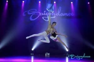 Điều đặc biệt trong bộ môn Múa lụa trên không tại Saigon dance – sự kết hợp giữa múa và yoga 2