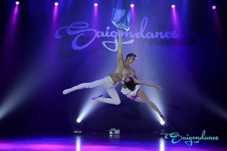 Điều đặc biệt trong bộ môn Múa lụa trên không tại Saigon dance – sự kết hợp giữa múa và yoga 24